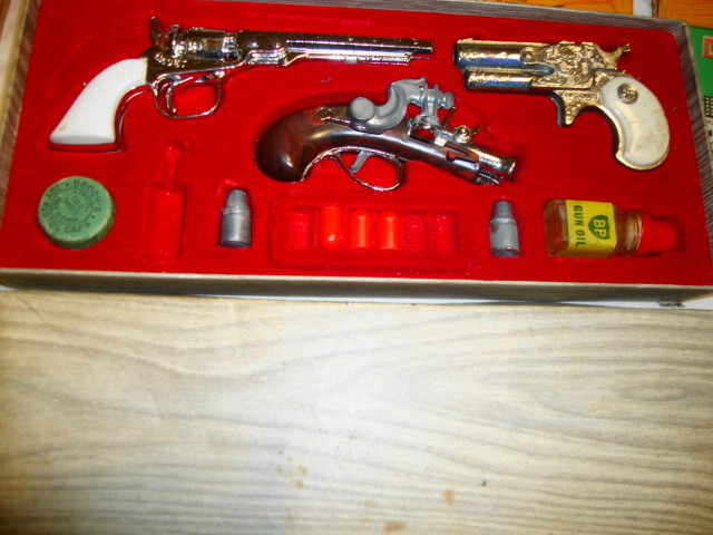 Made in England Mini OUTLAW Cap Gun Set