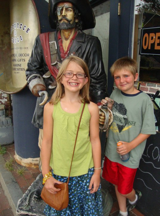 Shopping in Old Port - with the Pirates!
