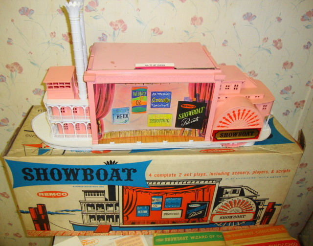 1962 Showboat by Remco