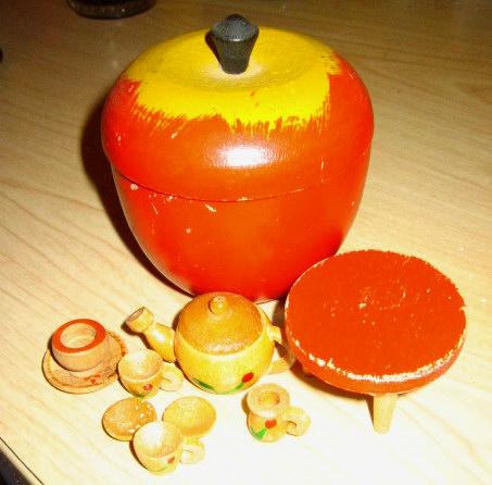 Wood Apple Tea Set